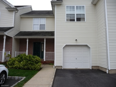 Piscataway Twp. Condo/Townhouse For Sale: 17 E Burgess Dr #17