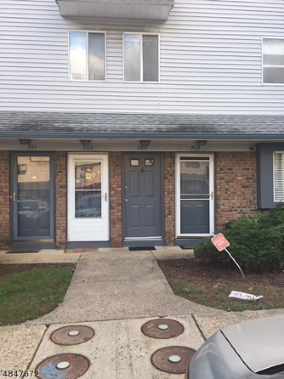 Union Twp. Condo/Townhouse For Sale: 304 Arsdale Ter