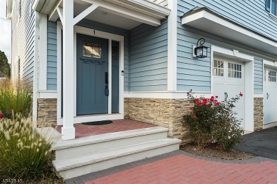 Berkeley Heights Condo/Townhouse For Sale: 1 Clover Ct