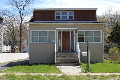 Springfield Single Family Home For Sale: 93 Battle Hill Ave