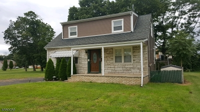Manville Boro Single Family Home For Sale: 611 Boesel Ave