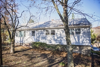 Oakland Boro Single Family Home For Sale: 225 Ramapo Valley Rd