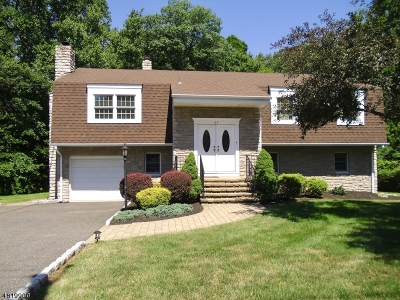 Wayne Twp. Single Family Home For Sale: 61 Geoffrey Way