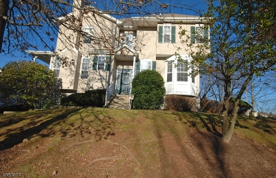 Flemington Boro, Raritan Twp. Condo/Townhouse For Sale: 33 Clearbrook Ln