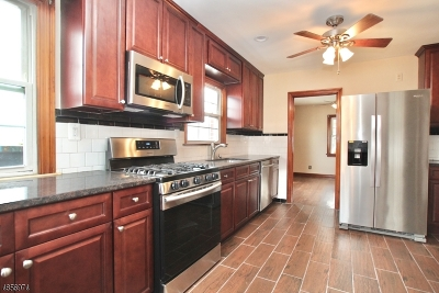 Manville Boro Single Family Home For Sale: 93 Gladys Ave