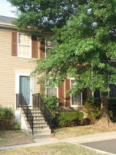 Franklin Twp. Condo/Townhouse For Sale: 147 Coburn Ln
