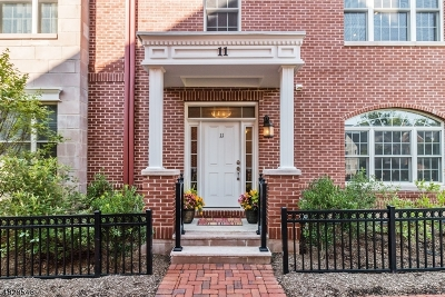 Livingston Twp. Condo/Townhouse For Sale: 11 Bellcourt Pl
