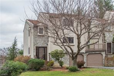 East Brunswick Twp. Condo/Townhouse For Sale: 18 Periwinkle Ct