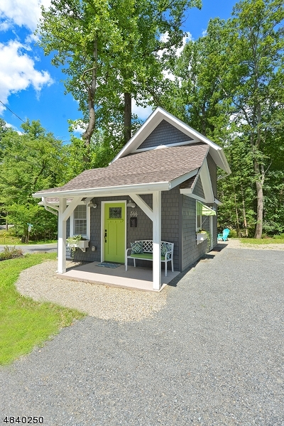 Byram Twp. Single Family Home For Sale: 566 East Shore Trail