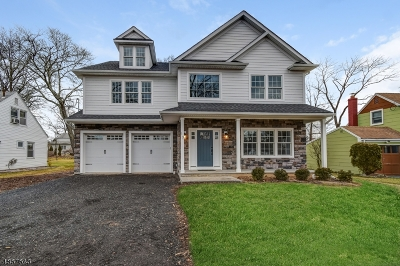 Livingston Single Family Home For Sale: 17 Monmouth Ct