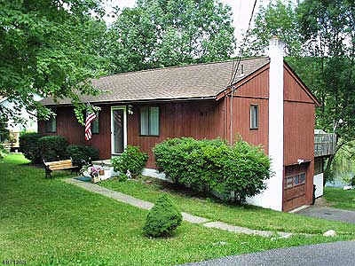 Vernon Twp. Single Family Home For Sale: 87 E Shore Dr (Lakefront)
