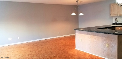 Newark City NJ Condo/Townhouse For Sale: $370,000