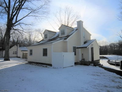 Raritan Twp. Single Family Home For Sale: 19 Featherbed Ln