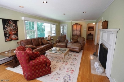 Single Family Home For Sale: 11 Cedar St