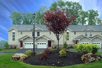 Hardyston Twp. Condo/Townhouse For Sale: 25 Stonehill Rd