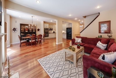 Livingston Twp. Condo/Townhouse For Sale: 13 Winged Foot Dr