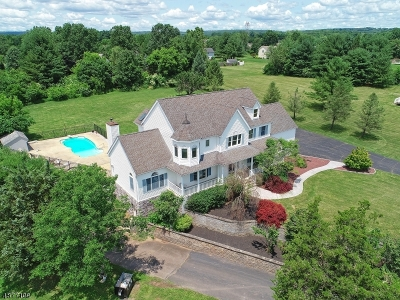 Hunterdon County Single Family Home For Sale: 31 Hog Hollow Rd