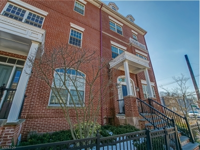 Livingston Condo/Townhouse For Sale: 2 Carillon Cir