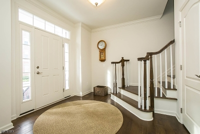 Livingston Twp. Condo/Townhouse For Sale: 54 Carillon Cir