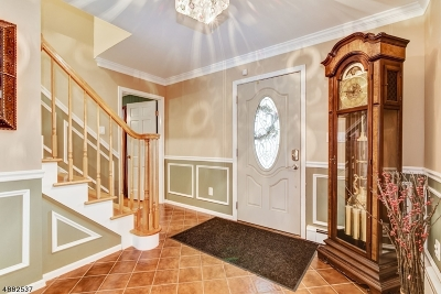 Edison Twp. Single Family Home For Sale: 8 Robin Rd