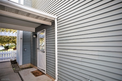 Somerset Condo/Townhouse For Sale: 35 Almond Dr
