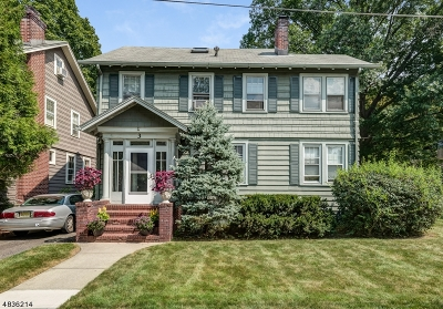 Maplewood Twp. Single Family Home For Sale: 3 E Cedar Lane