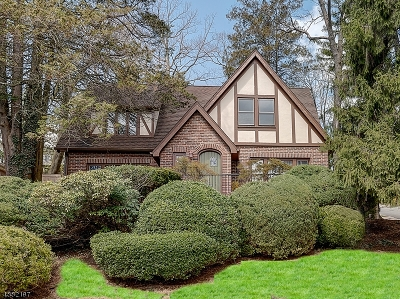 West Orange Twp. Single Family Home For Sale: 1 Collamore Ter