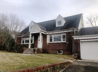 Passaic County Single Family Home For Sale: 188 Squirrelwood Rd