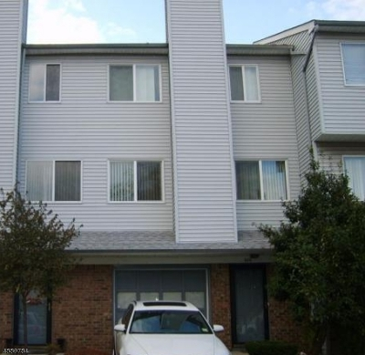 Union Twp. Condo/Townhouse For Sale: 605 Orchard Meadows Dr