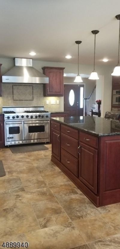 Somerset Single Family Home For Sale: 6 Tamarack Rd