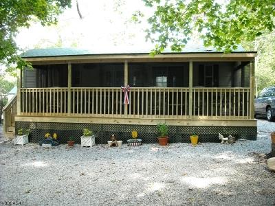 Vernon Twp. Single Family Home For Sale: 102 Oak Vlg