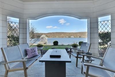 Wayne Twp. Single Family Home For Sale: 1058 Pines Lake Dr