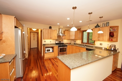 Montgomery Twp. Single Family Home For Sale: 20 Sweet Briar Ct