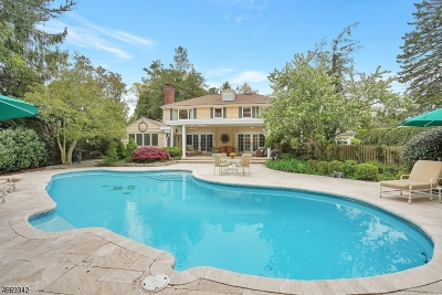 Single Family Home For Sale: 17 Cambridge Drive
