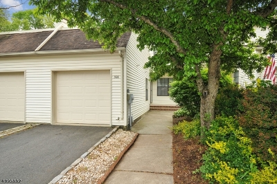 Raritan Twp. Condo/Townhouse For Sale: 306 Jamestown Ct