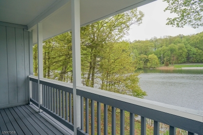 Vernon Twp. Single Family Home For Sale: 2 Lakeside Ct #2