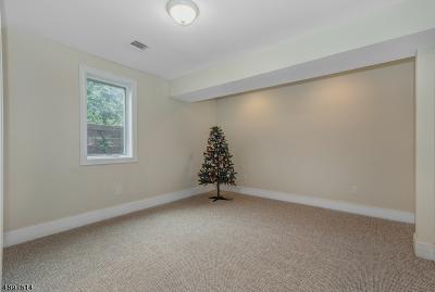 Millburn Twp. Single Family Home For Sale: 402 White Oak Ridge Rd