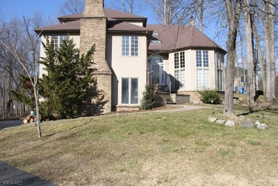 Montvale Boro Single Family Home For Sale: 4 Stone Hollow Rd