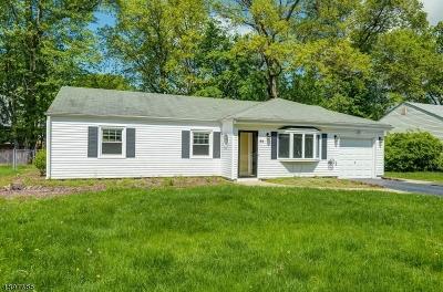 Livingston Single Family Home For Sale: 59 Elmwood Dr