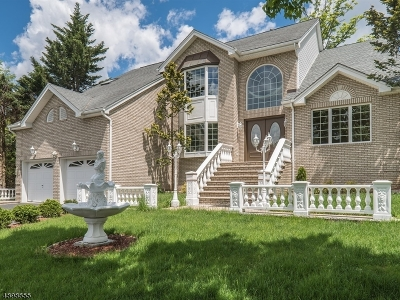 Wayne Twp. Single Family Home For Sale: 12 Fox Hill Dr
