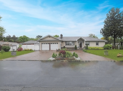Springfield Single Family Home For Sale: 3 Windsor Dr