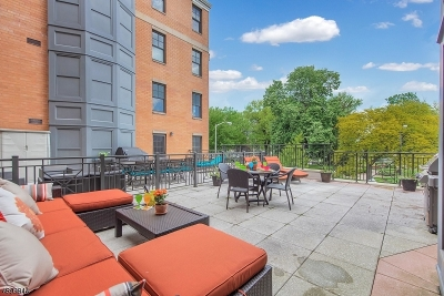Morristown Town Condo/Townhouse For Sale: 40 W. Park Place 212 #212
