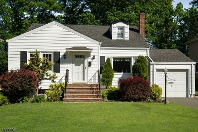 Livingston Single Family Home For Sale: 26 Montgomery Rd