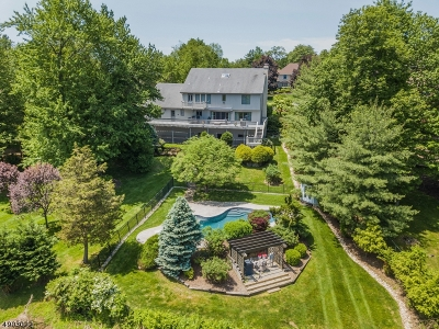 Single Family Home For Sale: 72 Windsor Dr