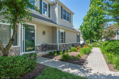 Livingston Twp. Condo/Townhouse For Sale: 25 Pebble Beach Dr