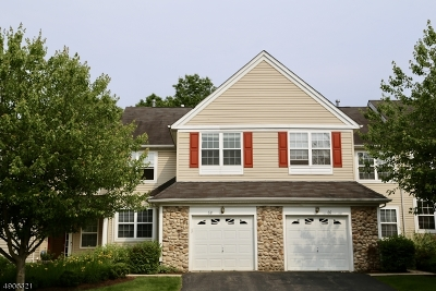 Montgomery Twp. Condo/Townhouse For Sale: 68 Scarlet Oak Dr