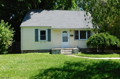 Warren County Single Family Home For Sale: 157 N Riverview Rd
