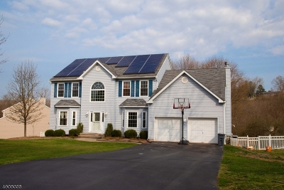 Milford Boro Single Family Home For Sale: 8 Crossfield Ct
