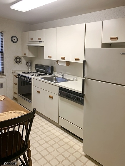 Westfield Town Condo/Townhouse For Sale: 55 B1 Sandra Circle #A1