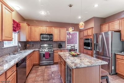 Hardyston Twp. Single Family Home For Sale: 35 Stonehedge Dr